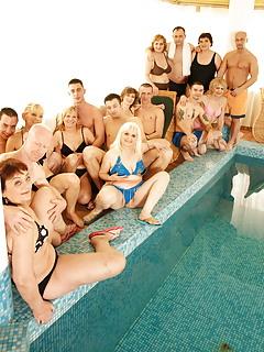 MILF Pool Pics